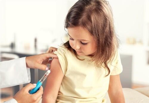pediatric vaccination of small child